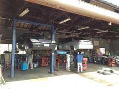運輸局指定工場・民間車検場完備してます。購入後のメンテナンスや車検も当社にて行えます。愛車のアフターフォローもお任せ★