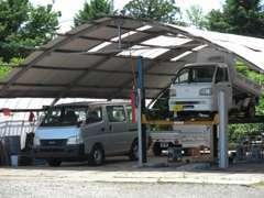 敷地も広いスペースを確保しておりますので、大型車での乗り入れも遠慮なくご来店下さい。