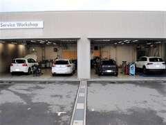 ★購入後も安心!最新設備のサービス工場でお車をケア致します!