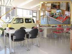 カフェをイメージした商談スペース!コーヒーやお菓子もご用意!ご成約プレゼントもございます!お気軽にご来店ください!