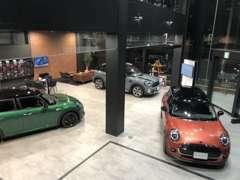 ■□■ワクワクする新型・限定車もいち早くショールームに展示中!!カラフルな新車・中古車が揃いに揃ったMINI小倉へ^^