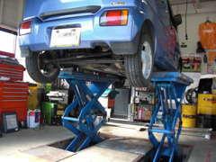 埋めこみ式リフト採用で、ローダウン車にも対応しています。