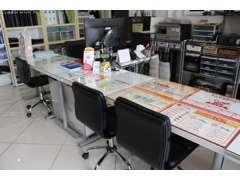 受付及び商談スペースは換気と殺菌消毒清掃を行っております