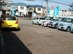 新琴似通りから新川通り方向左手にお店があります!