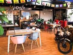 カフェスタイルにまとめた店内は、ご好評頂いております!