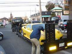 車高の低いスポーツカーも安全に搬送できます。