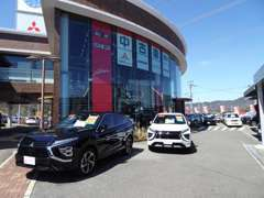 展示車以外にも、ショールームには特選車をチラシの形で掲示させて頂いております。