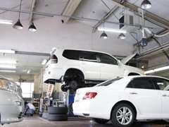 トヨタサービス技術検定資格をもったサービススタッフが、お客様のおクルマのメンテナンスを丁寧に担当致します!