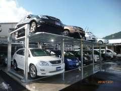 新しくできた立体駐車場にもおクルマがありますので、スタッフまでお尋ねください!!