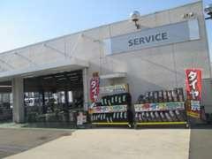 当店の敷地内には購入後も安心して頂けるサービス工場も完備しています!アフターメンテナンスもお任せ下さい!!