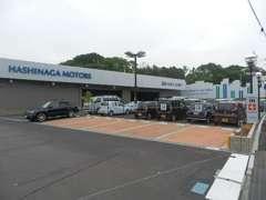 お客様専用駐車場です。また「バジェットレンタカー」を草津市にて営業中。軽自動車からマイクロバスまでご用意しております。
