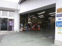 当店にはサービス工場が併設しております!車検・点検はもちろん、ちょっとした修理も対応可能です★