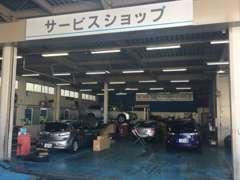 お車の販売以外にも車検や点検整備もプロのスタッフにお任せください!ディーラーならではの最新設備を取り揃えております!