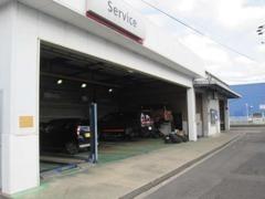 当店は整備工場も完備! 購入だけでなく整備・修理・車検などのアフターサービスも当店へお任せください!