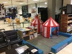 キッズコーナーも設置しております、ご家族そろってのご来店お待ちしております。