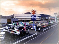 国道2号線沿い☆出入り口は3か所!普通車から軽自動車、お買い得車多数あり!スズキの看板もオートミーツ兵庫の目印です!