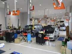 修理工場は、100m西に新設されました八尾店以外にも大阪府下に26拠点ございます。