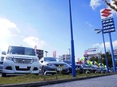 当店自慢の大型展示場には、スズキ認定中古車をはじめ、良質な中古車を常時50台以上展示しております。