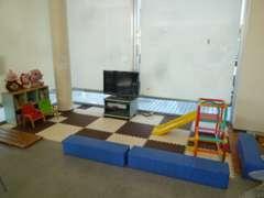 子供さんもこのキッズコーナーでゆっくり遊んでもらうことができます。お父さん、お母さんも安心!