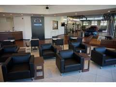 ショールームは常に換気をし、3密(密閉・密集・密接)を避けるためテーブル・椅子の間隔を可能な限り開ける配慮をしております。