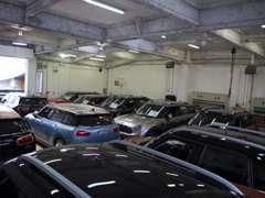 お客様の大切なお車は、天候に邪魔されることが無い室内で管理させて頂きます。