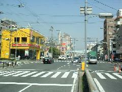国道2号線沿いネッツトヨタゾナ神戸さんと川井自動車さんの間の道を北に進むとスグです♪