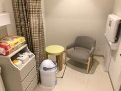 授乳室やキッズコーナー、多目的トイレも完備しております。
