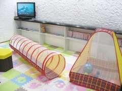 安全設計で抗菌済みのキッズルームがあります。小さなお子様にも対応しておりますので安心してご利用くださいませ。