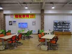 広々とした商談スペース☆ ※商談スペースは随時消毒作業を行っております。ショールームの空気の入れ替えも行っております。
