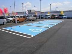 広くて停めやすいお客様駐車場もご用意していますよ(*^_^*)