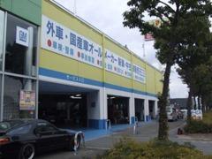 近畿運輸局指定工場。言い換えれば民間車検場。国の認可を得て整備・車検を行っています。元々整備から始まったお店です!