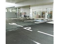 広々お客様駐車場。