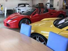 当社の仕入れは、お客様からの買取・お乗換え、取引先ディーラーからの高年式・ワンオーナー車・低走行車などが中心です