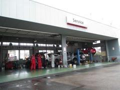 整備工場も併設しております!ご購入後の点検・整備や車検なども当店にお任せください!技術確かなスタッフがお受けします!