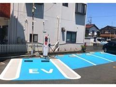 急速充電スペースを含め、お客様駐車場は7台分ございます!お気軽にご来店下さい♪