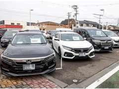 今人気の、NBOXなど軽自動車の在庫も豊富!他の店舗にもたくさん在庫はありますので、お探しの車をご相談くださいね♪