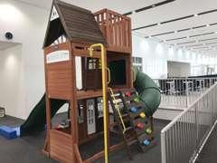 キッズスペースも完備!お子様も楽しく遊びながらお待ちいただけますので、ご不便なことがございましたらお声がけください。