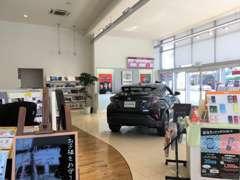 新車、中古車、サービス、頼れるスタッフが対応致します。