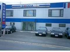 高田サービス工場・・・多数のリフトと専用診断テスターを備えた工場で、スムーズかつ正確を心がけて作業しています。