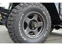 ランクル40には相性の良いブラッドレーV 6.5J16-5。タイヤはBFグッドリッチ KO2 235/85R16を装着しております。