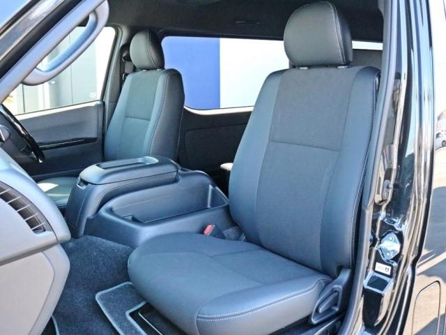 ダークプライムII特別仕様車なので専用のハーフレザーシートが設置されています。このままハーフレザーシートを楽しむのも、追加でシートカバーを設置するのも貴方次第!