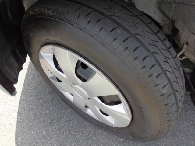 タイヤの残溝もまだまだ残っています