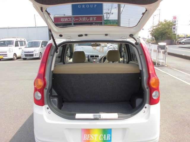 トランクに荷室スペースも確保されています