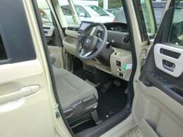 運転席内装。