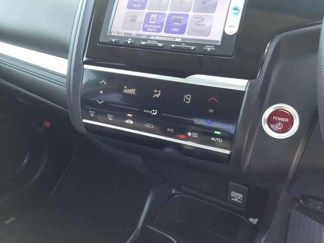 エンジンスタートはプッシュボタン式♪エアコンはタッチパネルのオートエアコンを採用になります☆