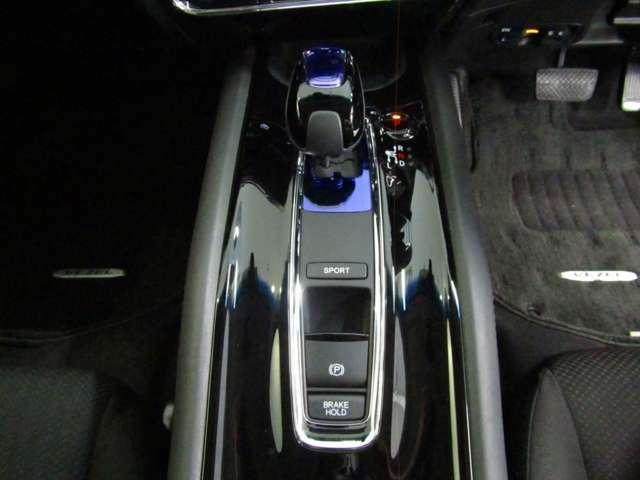 SPORTモード使用時には直噴エンジンのハイパワーな走りを楽しめます☆パーキングブレーキは電子制御パーキングブレーキ☆ブレーキホールドは渋滞時に重宝します!
