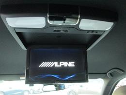 純正オプションのアルパイン製10.1型ワイド後席モニター付きです。お子様はもちろん、後席の方のドライブに楽しく快適な時間を。