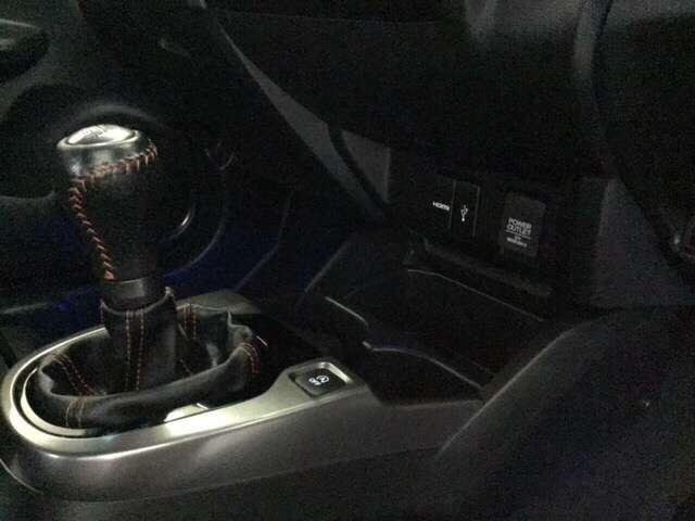 スムースな操作感を追求しました。RS専用、6速マニュアルトランスミッション車です。
