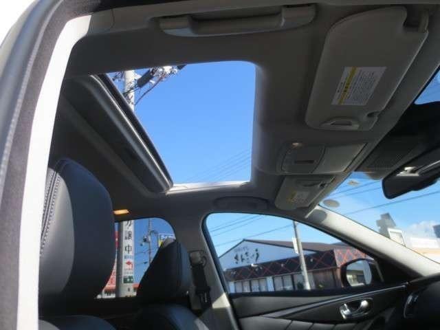 サンルーフで明るい車内、快適なドライブが可能!