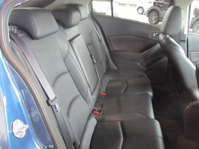 後席も広くゆったり座ってドライブを楽しめます♪